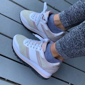 Shoes - White/pink/tan chunky sneakers 😍
